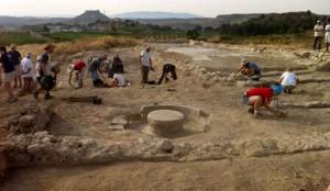 Momento de la excavación de la almazara en el yacimiento de Los Villaricos de Mula
