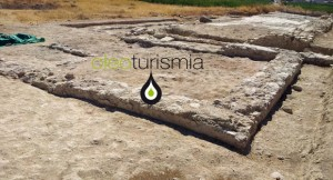 Zona recién excavada donde ha aparecido la almazara, a la izquierda se puede observar el emplazamiento del trapetum