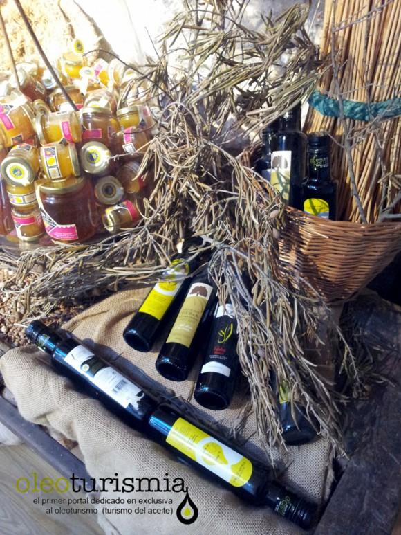 En el Castillo hay un apartado dedicado a la gastronomía de La Alcarria donde puede verse los Aceites de la D.O. Aceite de La Alcarria
