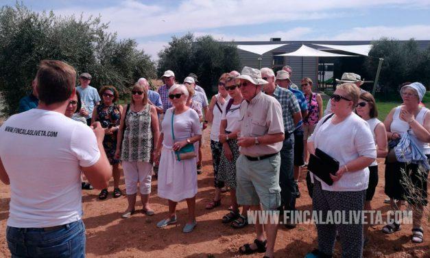 Oleoturismo en Ciudad Real: Irlandenses visitan Finca La Oliveta